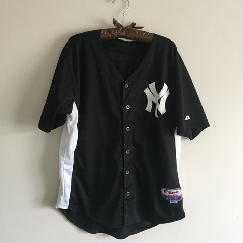 6ec1e0f47493d2 ny yankees jersey - fit  M-XL wear oversized with crop - Depop