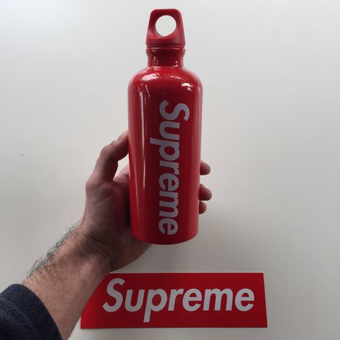 f4969c10ae @geroo. 2 months ago. Milano, Italia. WTS Supreme®/SIGG™ Traveller 0.6L  Water Bottle.