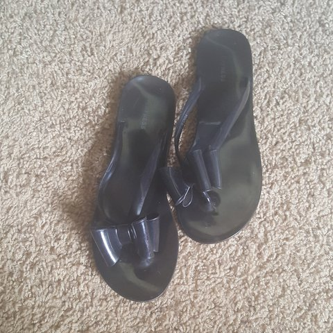 053612385 Black Jelly bow sandals from EXPRESS. Size8 in womens. I m a - Depop