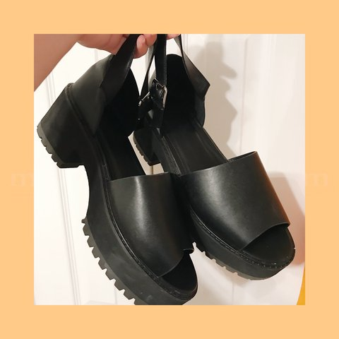 f289ffd6b406 ღ ASOS WIDE FIT CHUNKY SANDALS ღ ‼️PRICE NEGOTIABLE‼ to a - Depop