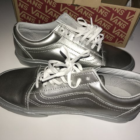 6e7c14585a11f3 Vans Old Skool Metallic(sidewall silver) - super cute - 5.5 - Depop