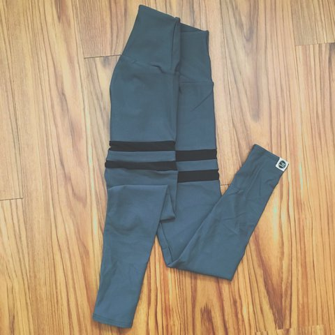 66f25a2a54c1e @adoubledosecloset. 2 years ago. Dallas, United States. Greater Than Sports  apex grey leggings with black stripes.