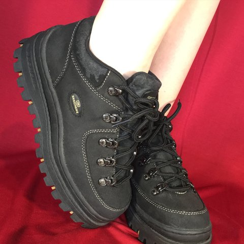 72bef398fe60 VINTAGE BLACK CHUNKY PLATFORM SKECHERS SHOES🎱 these r so no - Depop