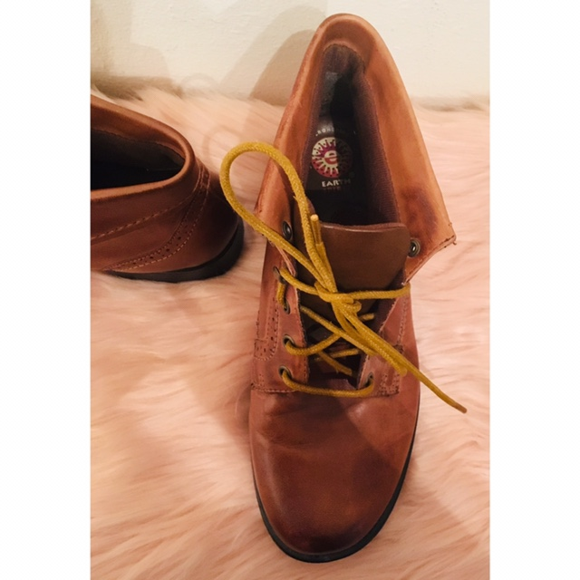 fc5aee968ca Earth spirit brown ankle boots. Leather upper and... - Depop