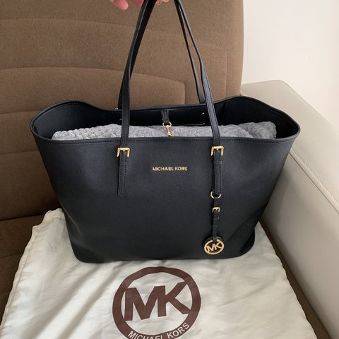 bf27613126a1 @ronaykpz. 12 days ago. Enfield, United Kingdom. Michael Kors large tote bag  in black saffiano leather.