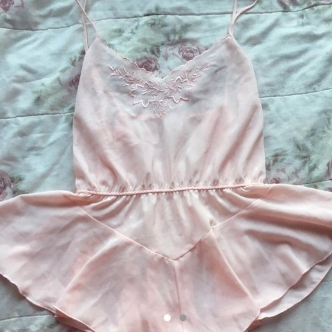 d29c7bdaa6 CUTEST baby pink romper 💓 srsly the sweetest thing you ll - Depop