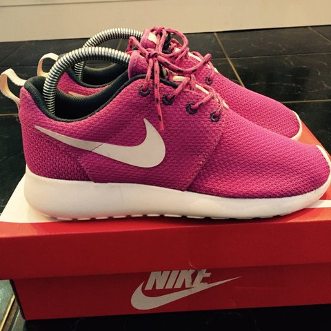 dfc917207e02 NIKE ROSHE RUN WOMENS PINK SIZE 4 EU 37. Perfect condition. - Depop