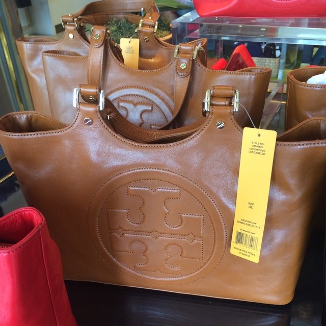 bd7b4758807 Authentic Tory Burch Bombe Tote. Retails   460.00. I m  250 - Depop