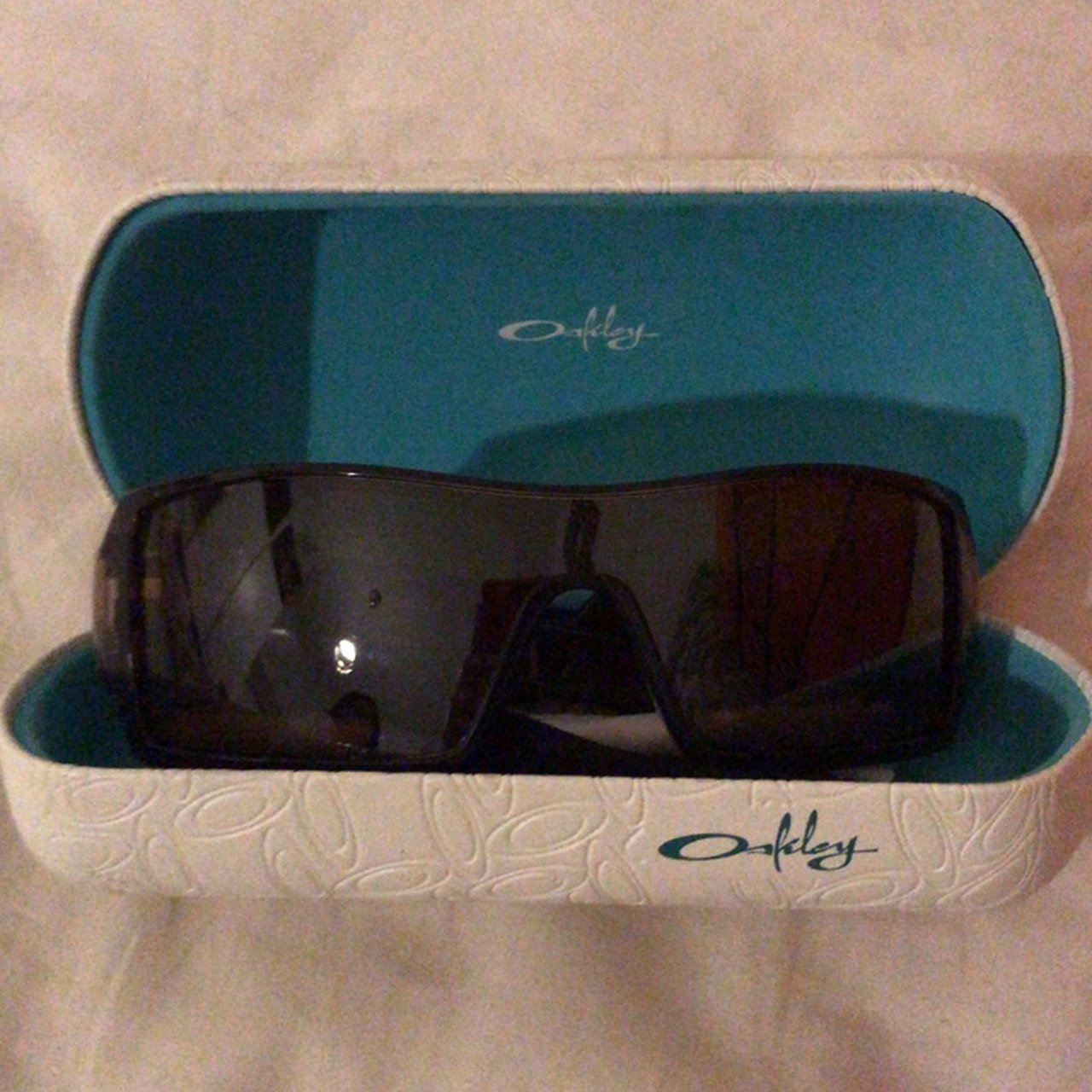 dc35419c085 Authentic Oakley sunglasses!! In light brown