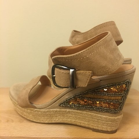 6adf906465e Tan beaded Limelight wedges ~only worn twice~ - Depop