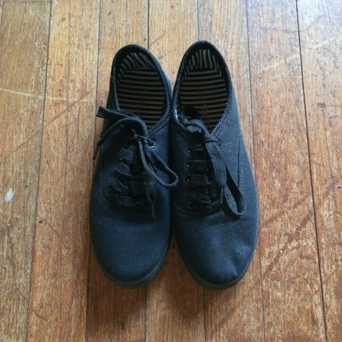 c3f4c3ea17e7 Black (unknown brand) shoes. They sort of look like vans. 6. - Depop