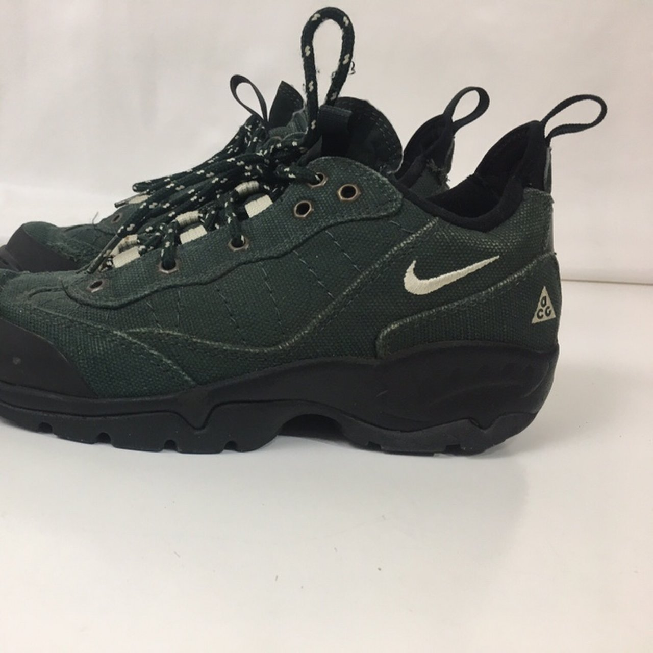 d3f33d763a8 Vintage Nike ACG Trail Running shoes Green Size 9 Good pre - Depop