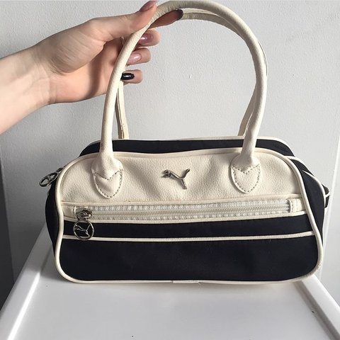 28bcbebb10bc 🌈 BOGO 50% OFF SALE 🌈 PUMA HAND BAG 👡 Looks brand is - Depop