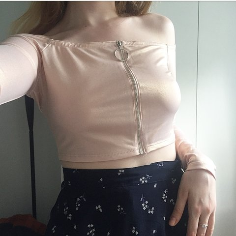 ec74298a0096d 🎀 BEAUTIFUL OFF THE SHOULDER TOP 🎀 Light pastel pink with - Depop