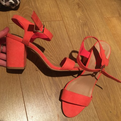 a879a951d941 Gorgeous CORAL SANDALS HEELS BLOCK HEEL Roughly 3 inches as - Depop