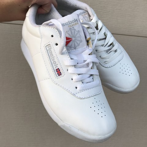005bf6a2658e1 White Reebok classic leather sneakers! these shoes are a so - Depop