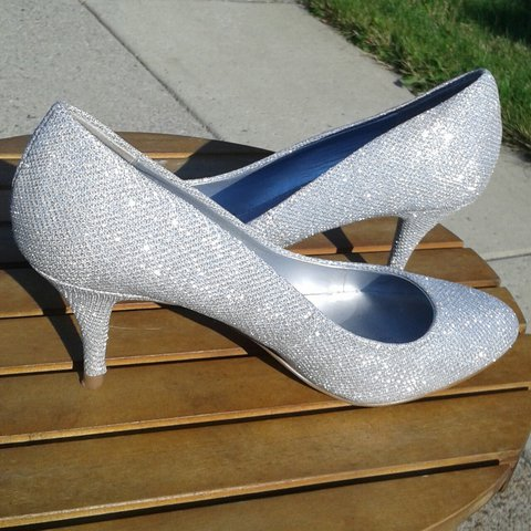 b7081fecd5d STORE IS CLOSED UNTIL FURTHER NOTICE Sparkly silver pumps  - Depop