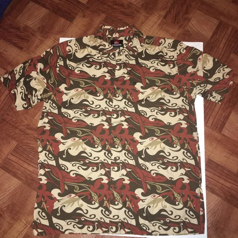 84ab0cd2 Pre-Owned Men's Quicksilver Short Sleeve Button Up Shirt - Depop