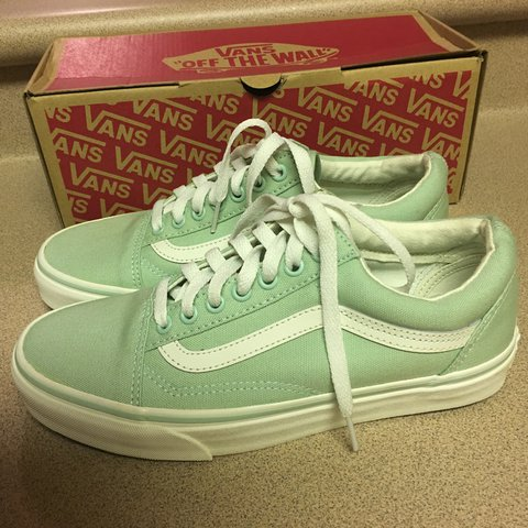 3d045ef801f8 NIB VANS OLD SKOOL CANVAS LIGHT GREEN LOW LACE UP SHOES 8.5 - Depop