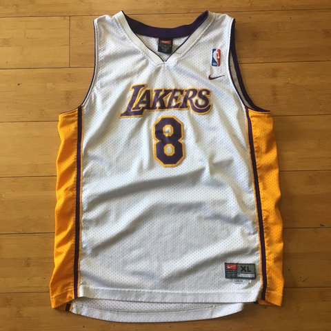 620cd45ae62 Lakers Kobe Bryant  8 Nike basketball jersey Size  kids XL - Depop