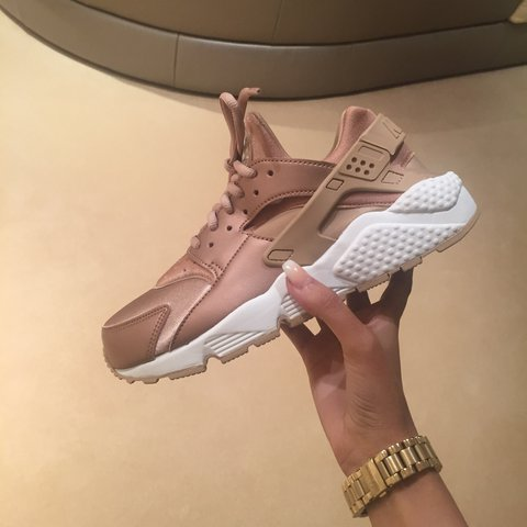 0eb526a82fdb Nike Huaraches SE in bronze / rose gold - never worn, only I - Depop