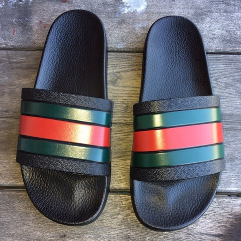 d25b19efab5 Authentic Gucci Pursuit 72 Slides Made in 9 10 Shipping  - Depop