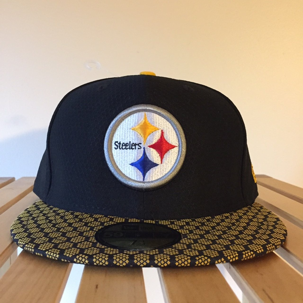 933537b57 New Era 59Fifty 2017 Sideline Fitted Cap - Pittsburgh new