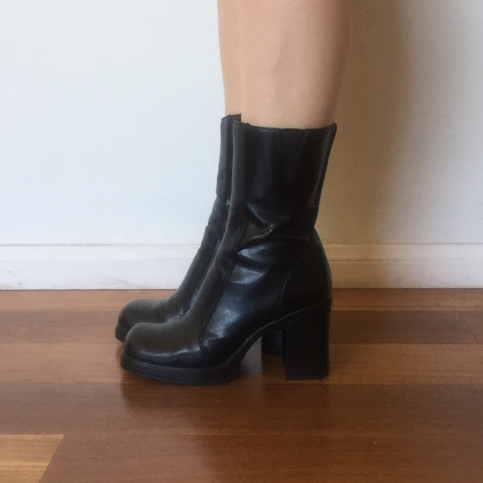 65847577e8bdd Vintage 90s Black Platform Boots Vegan Leather... - Depop