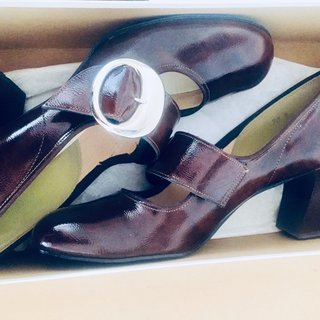 a9f4c1c44a605 Vintage 60s Mary Janes Brown Patent Leather Vinyl... - Depop