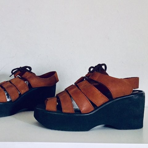 7a4d8ce86354 Vintage 90s Platform Sandals Wedge Leather Sandals Size 6.5 - Depop