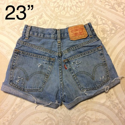 5941d914f2ee Vintage Levi s distressed high waisted jean shorts