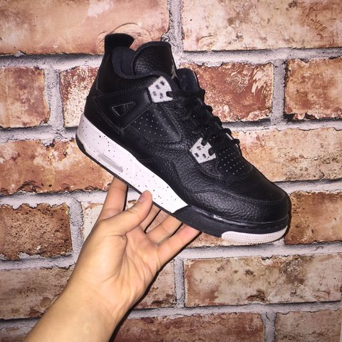 f91b2f09256191 Jordan 4 Oreo Size 5.5-will fit a size 5 Only worn once but - Depop
