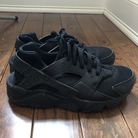 7cf6d45dce4ca All black Nike huaraches Size  7 (womens)  lightly worn (no - Depop
