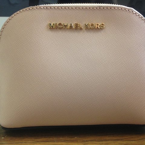 5de2ca48833ee5 @lotuspondboutique. 2 years ago. Mississauga, Canada. Michael Kors Make Up  Pouch Calf Skin Leather Colour Blossom Pink ...