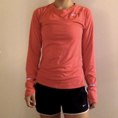 9352cea2 @lizziebear22. 4 months ago. Fresno, United States. Nike pro running long  sleeve. Dri-fit. Color: hot pink 💖