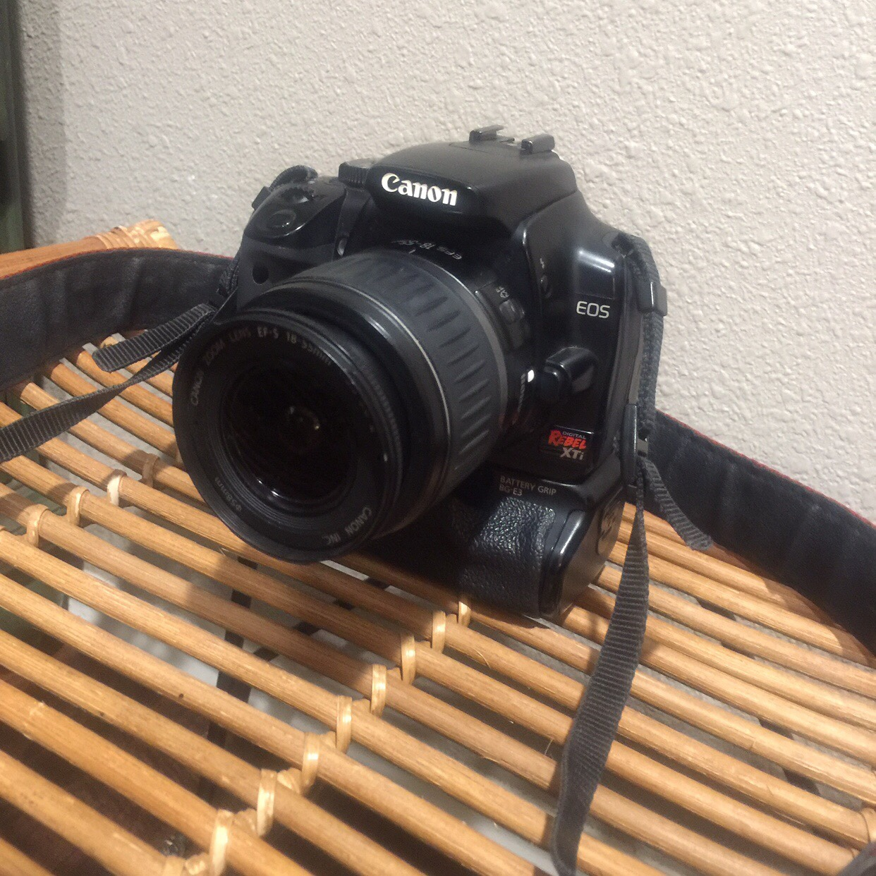 Canon rebel xti in good condition comes with battery    - Depop