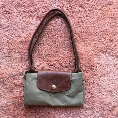 e8be20080eb8 LONGCHAMP Le Pliage Medium Tote Pre love and in good see on - Depop