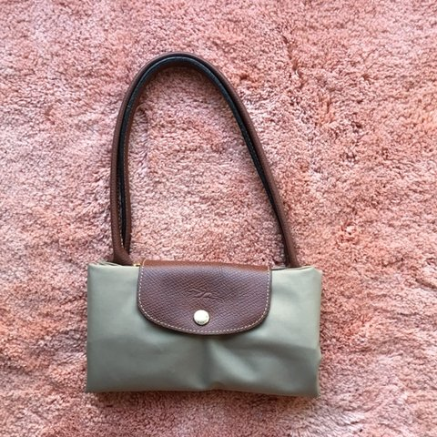 40ebf32440d5 LONGCHAMP Le Pliage Medium Tote Pre love and in good - Depop