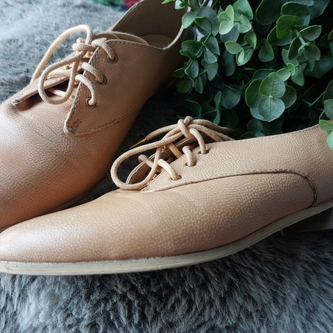 f20c4fd0ea4 Tan loafers Forever 21 Women s US size 8 Excellent Ship to - Depop
