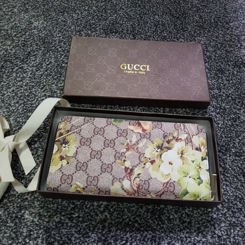 1d17b96a3925 @ldnh12. 9 months ago. Manchester, GB. Reduced GUCCI bloom purse. Used but  in great condition.