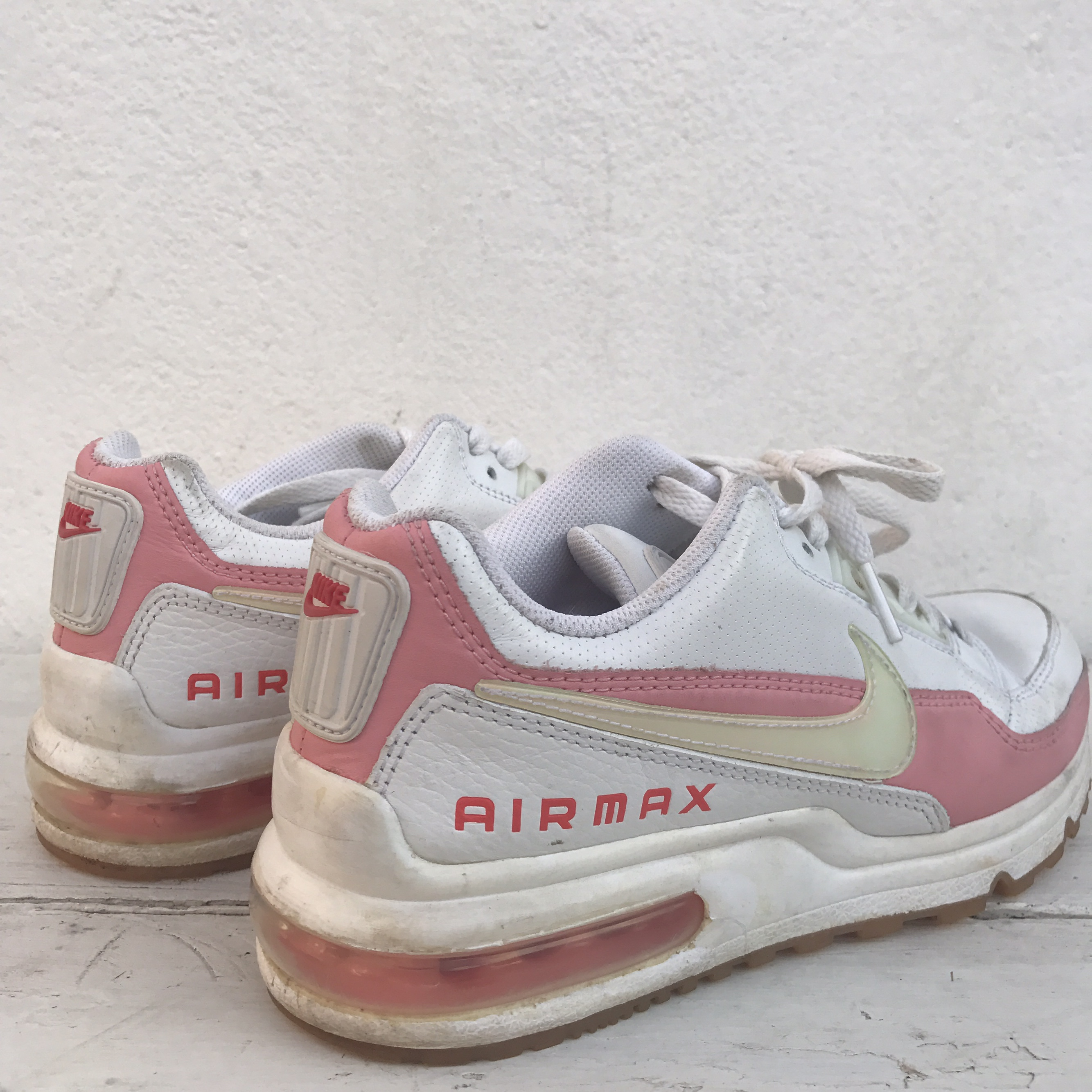 Vintage Nike Air Max 180 Trainers • white and Depop
