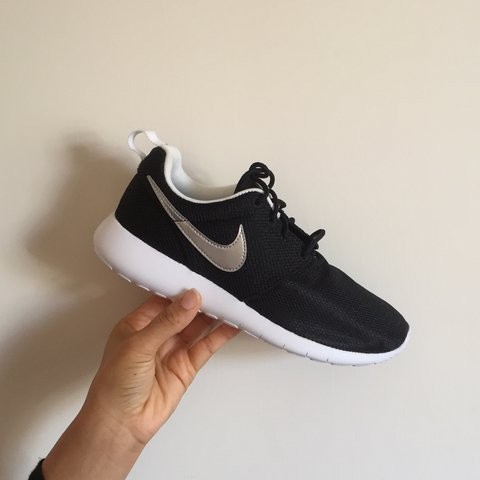00595be70dc91 Brand new women s Nike Roshe One 👟   Size 5   Comes with - Depop