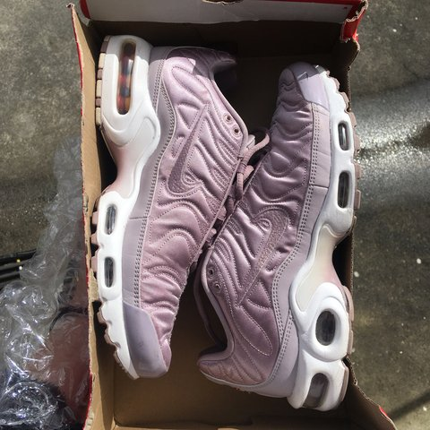 f7088f409e will consider a trade for women's tns or other Nike sneakers - Depop