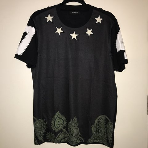 b6c56219c11172 @malikaveli. 5 months ago. London, United Kingdom. Givenchy Star t-shirt