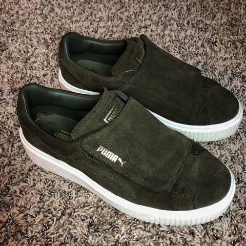 6f94ad6a874f8 FREE SHIPPING Forest green suede PUMAS Size 7.5 US Velcro a - Depop