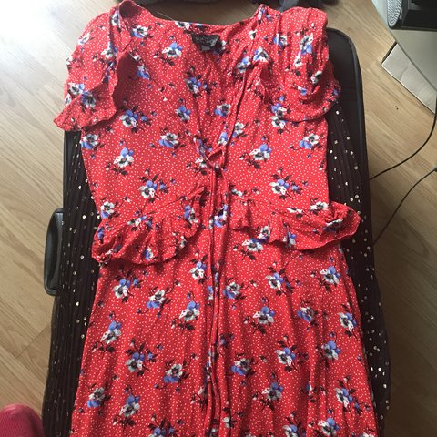 a1042bfd346  alexm876. 9 months ago. United Kingdom. Topshop RED floral print tea dress.  Size PETITE 8. Worn a few times perfect condition