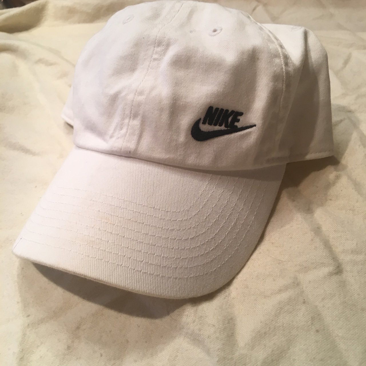 d5c0561d26f nike white and black logo dad hat. only worn once