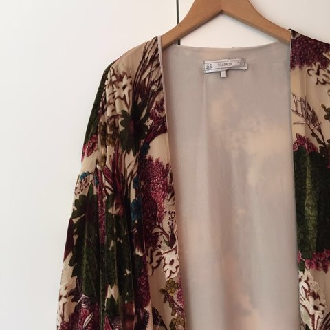 226f2796d Zara velvet Devore size M kimono jacket worn once - in Looks - Depop