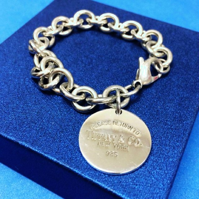 0526af412e6bb Tiffany and Co Classic Circle Lobster Lock Bracelet Weight  - Depop
