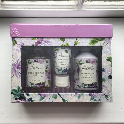 8d1fb838f04 Flower market lavender bath set. Never used